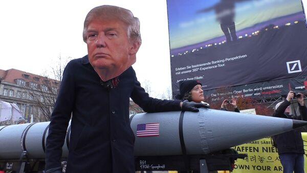 Трамп Германияни шантаж қилиб, Россия чегараларига яқинлашмоқда - Sputnik Ўзбекистон