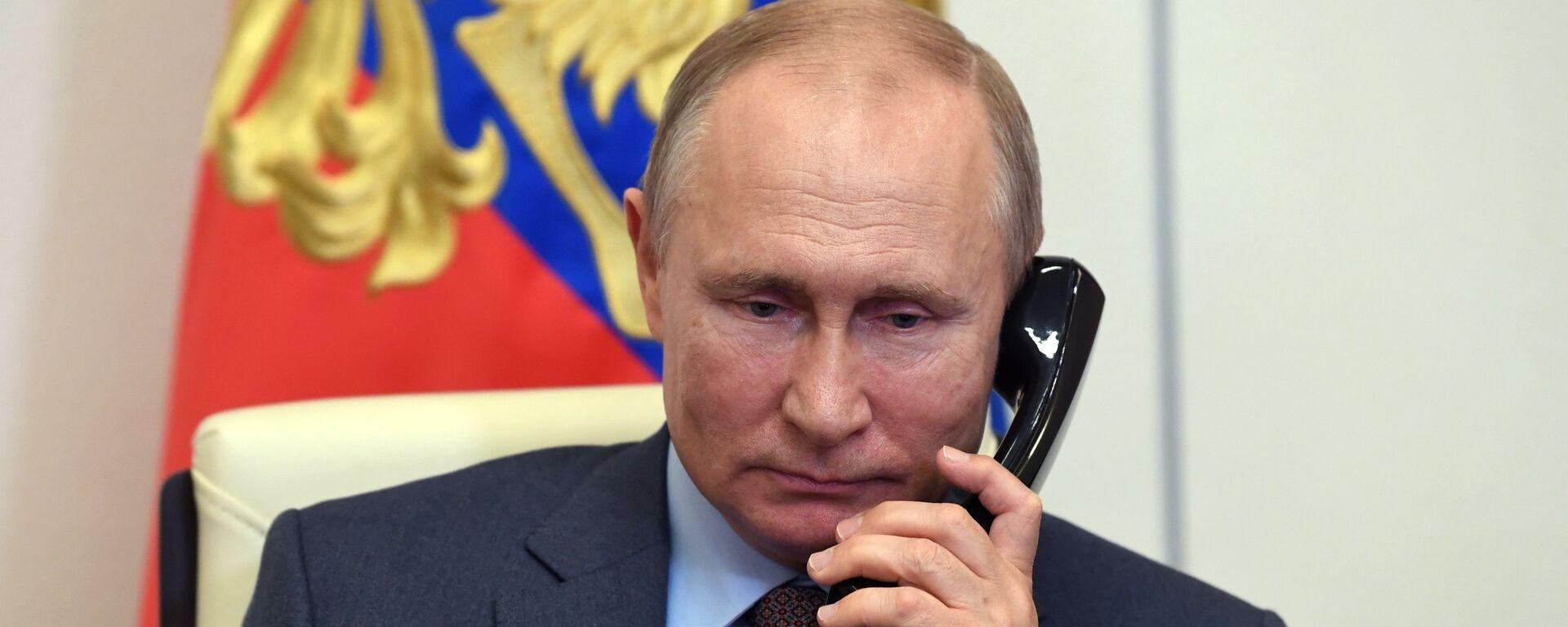 Президент РФ В. Путин провел встречу с премьер-министром РФ М. Мишустиным - Sputnik Узбекистан, 1920, 18.06.2020