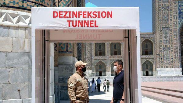Vo vsex istoricheskix ob'yektax Samarkanda ustanovlenы dezinfitsiruyuщiye tuneli. - Sputnik Oʻzbekiston