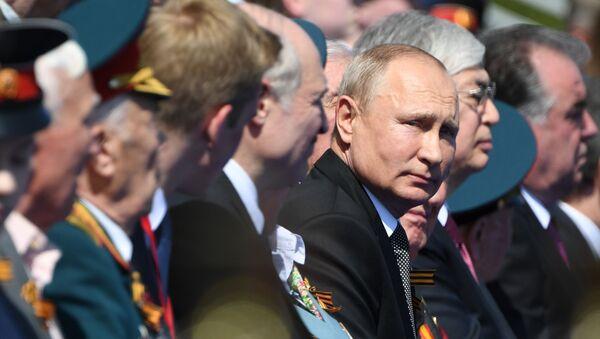 Президент РФ Владимир Путин на военном параде в ознаменование 75-летия Победы в Великой Отечественной войне - Sputnik Ўзбекистон