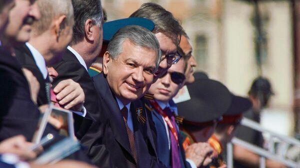 Президент Узбекистана Шавкат Мирзиёев на Красной площади во время парада  - Sputnik Узбекистан