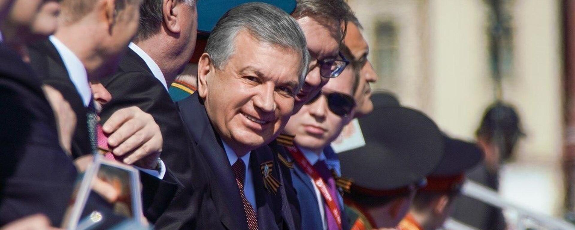 Президент Узбекистана Шавкат Мирзиёев на Красной площади во время парада  - Sputnik Узбекистан, 1920, 24.06.2020