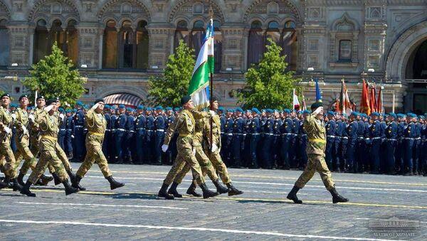 Военнослужащие ВС Узбекистана во время парада на Красной площади - Sputnik Ўзбекистон
