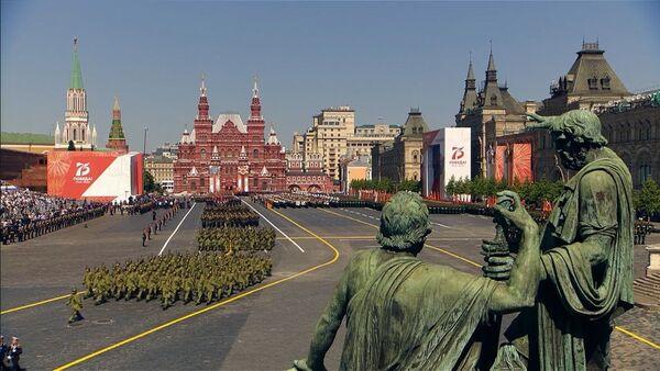 Военнослужащие стран бывшего СССР на параде Победы в Москве - Sputnik Ўзбекистон