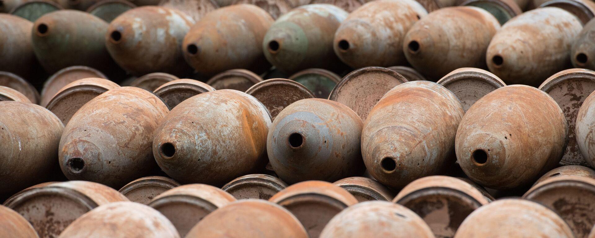 Площадка открытого хранения обожженных боеприпасов с отравляющими веществами для последующей утилизации - Sputnik Ўзбекистон, 1920, 06.10.2021