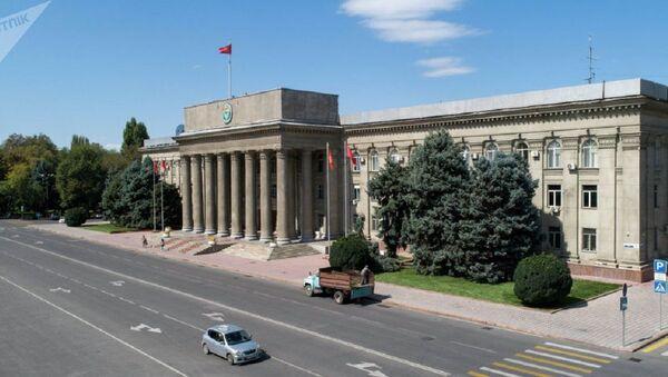 Здание правительства Кыргызстана в Бишкеке  - Sputnik Ўзбекистон