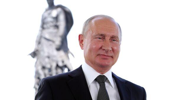 Prezident RF V. Putin vыstupil s obraщeniyem k grajdanam Rossii - Sputnik Oʻzbekiston