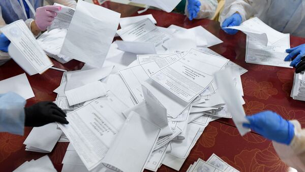 Подсчет голосов по итогам голосования по поправкам в Конституцию РФ - Sputnik Ўзбекистон