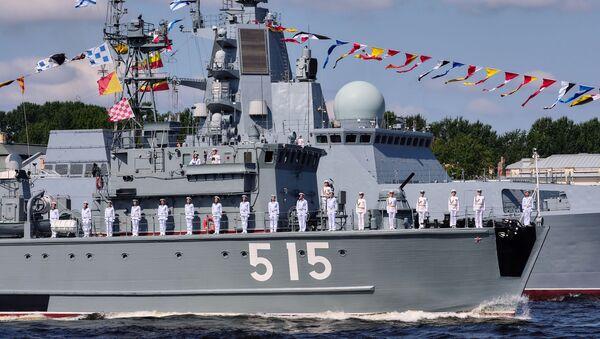 Bazovыy tralщik BT-115 Pavel Xenov i storojevoy korabl proyekta 22350 (fregat) Admiral flota Kasatonov - Sputnik Oʻzbekiston