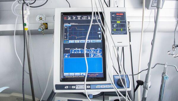 Аппарат искусственной вентиляции лёгких (ИВЛ) - Sputnik Узбекистан