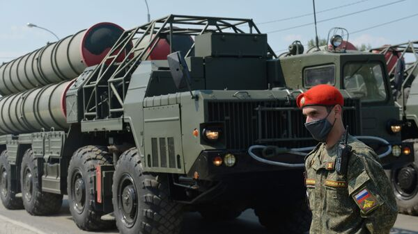 Тренировка военной техники к параду Победы в Екатеринбурге - Sputnik Ўзбекистон