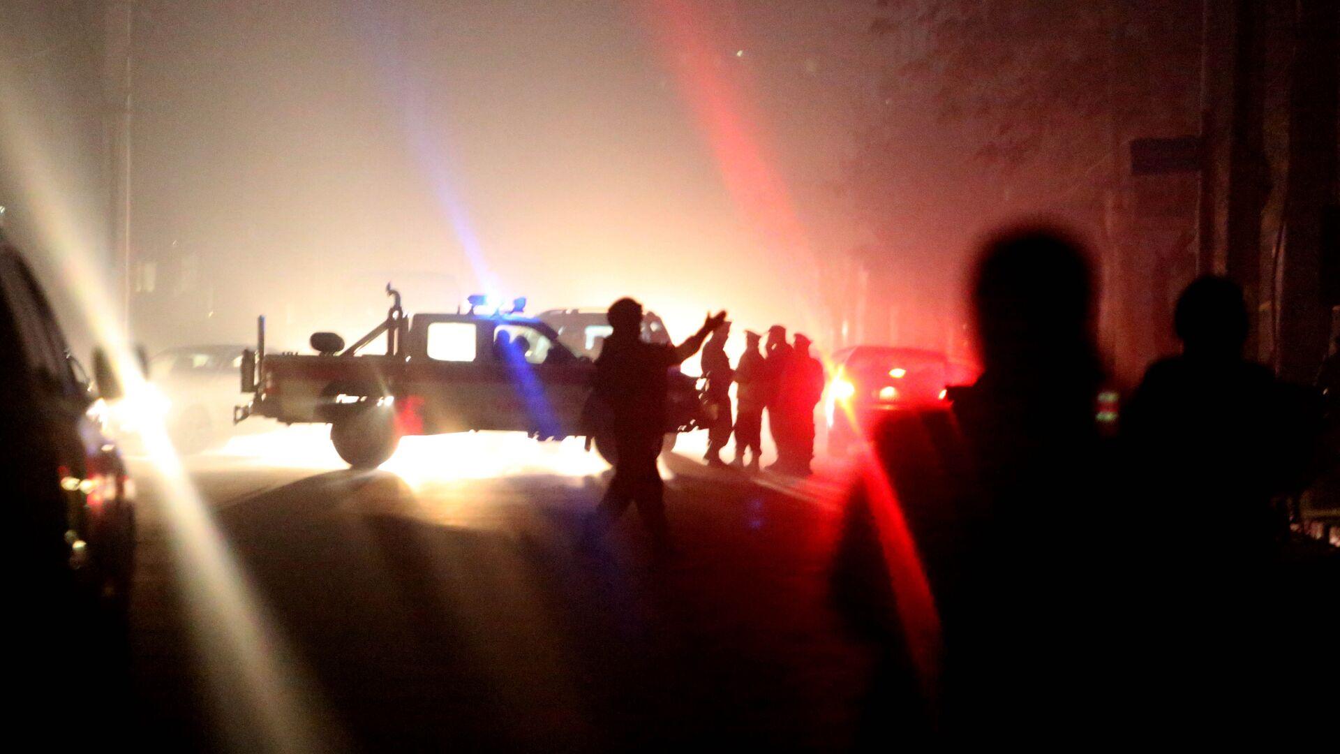 Афганские силы безопасности осматривают место взрыва в Кабуле - Sputnik Узбекистан, 1920, 08.10.2021