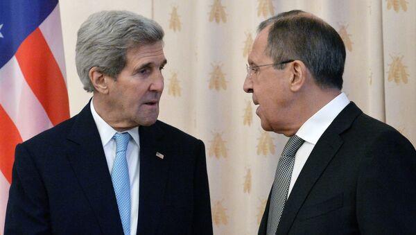 Rossiya TIV rahbari Sergey Lavrov va AQSH Davlat kotibi Jon Kerri - Sputnik Oʻzbekiston