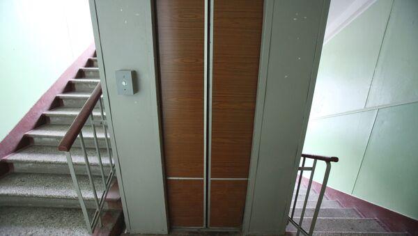 Работа лифта в одном из московских домов - Sputnik Узбекистан