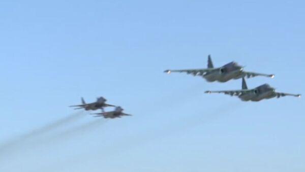 Совместный боевой вылет российских Су-25 и сирийских МиГ-29 - Sputnik Узбекистан