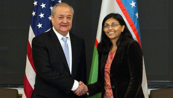 Abdulaziz Kamilov va Nisha Bisval - Sputnik Oʻzbekiston