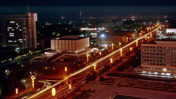 Проспект имени Мирзо-Улугбека в Ташкенте - Sputnik Ўзбекистон