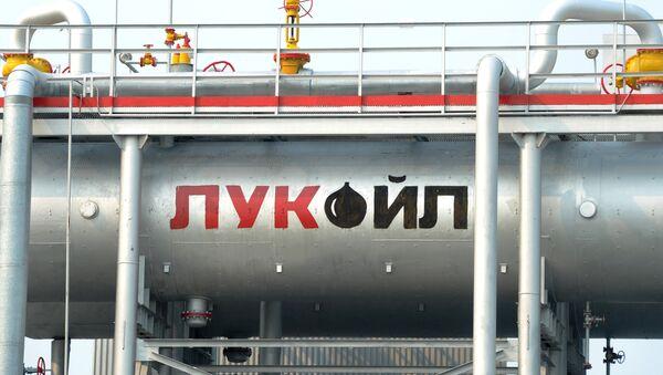 Пункт подготовки нефти компании Лукойл - Sputnik Ўзбекистон