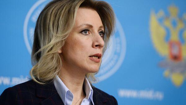 Rossiya TIV rasmiy vakili Mariya Zaxarova birifing chogʻida. - Sputnik Oʻzbekiston