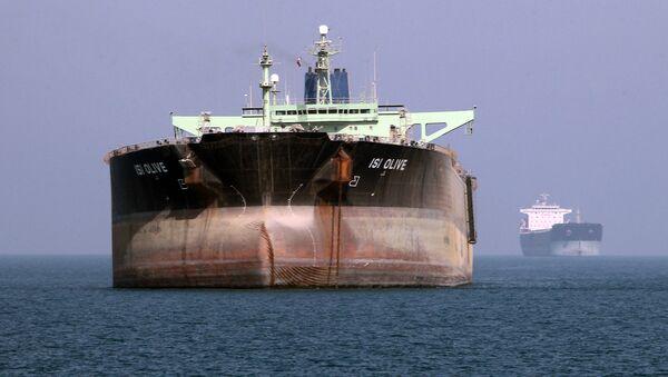 Нефтяной танкер в море - Sputnik Ўзбекистон