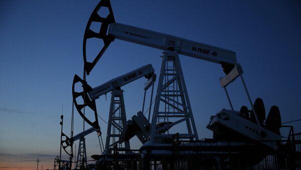 Добыча нефти - Sputnik Узбекистан