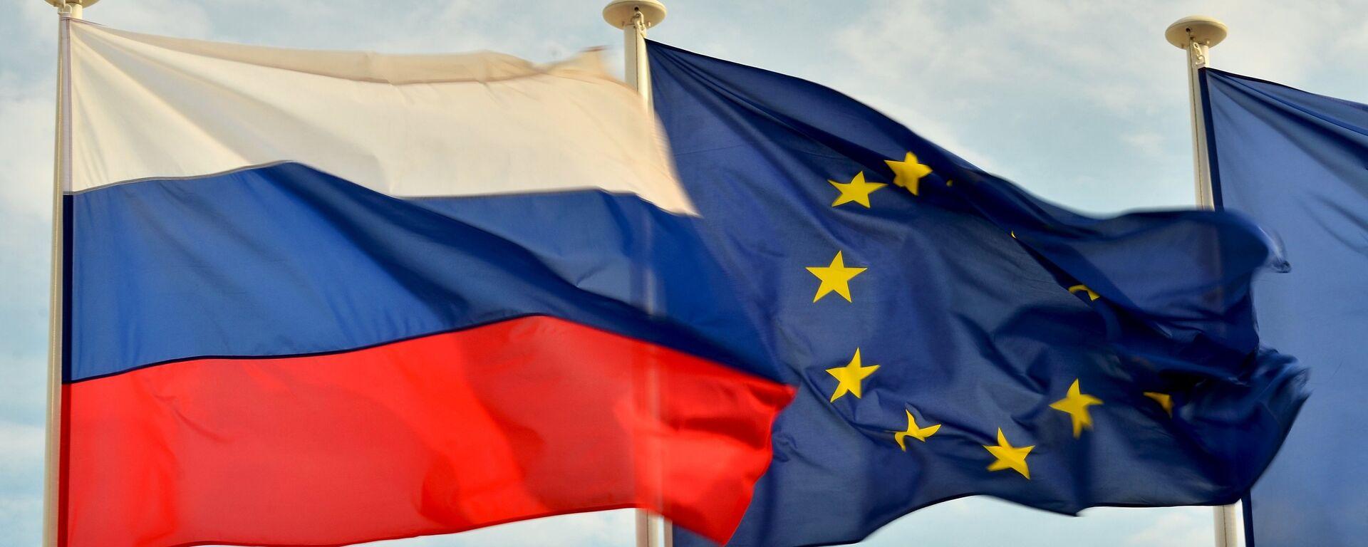 Флаги  России и Евросоюза - Sputnik Ўзбекистон, 1920, 25.03.2021