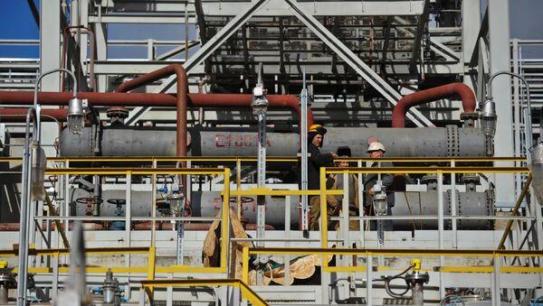 Нефтеперерабатывающий комплекс. Архивное фото - Sputnik Ўзбекистон