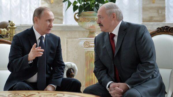 Vladimir Putin i Aleksandr Lukashenko na zasedanii VGS - Sputnik Oʻzbekiston