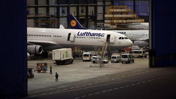 Самолеты немецкой авиакомпании Lufthansa в ангаре эропорта во Франкфурте-на-Майне - Sputnik Узбекистан