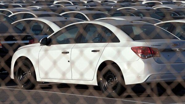 Na avtostoyanke vozle zavoda General Motors - Sputnik Oʻzbekiston