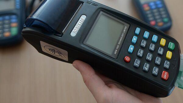 Платежный терминал для банковской карты - Sputnik Узбекистан