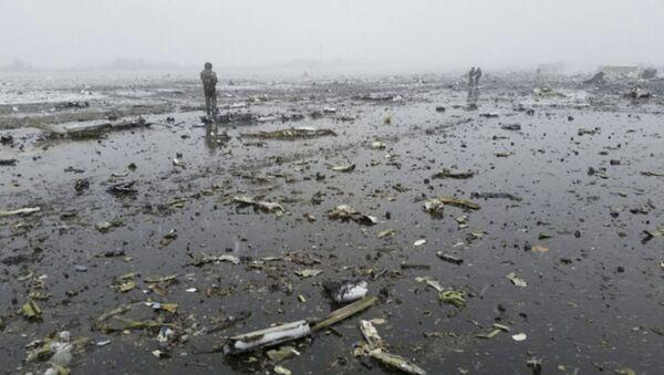 В результате взрыва обломки раскидало по всей посадочной полосе - Sputnik Узбекистан