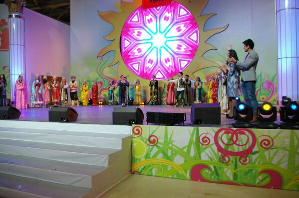 Выступление узбекских артистов на празднике Навруз в Москве - Sputnik Узбекистан
