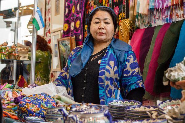 Узбекские ткани, тюбетейки и керамика - Sputnik Узбекистан
