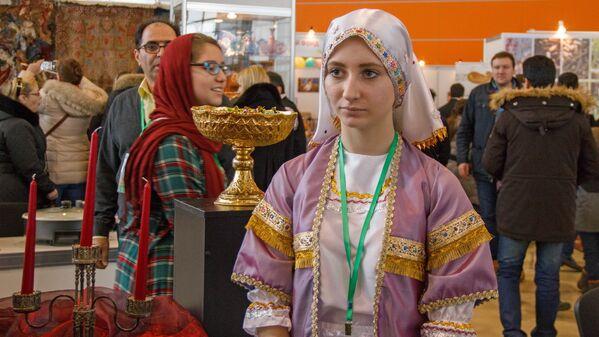 Девушка в Иранской национальной одежде - Sputnik Узбекистан