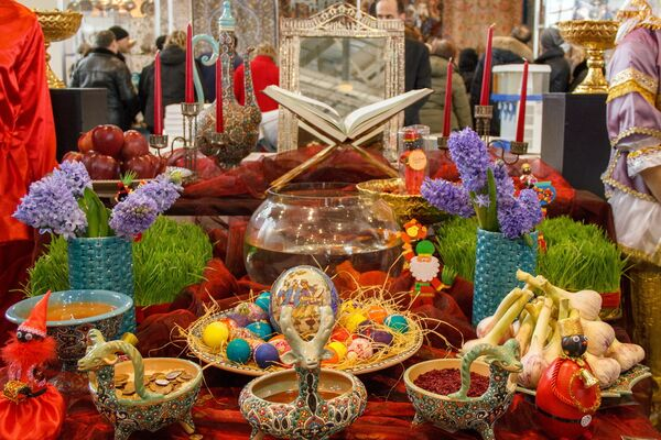 Традиционные праздничные украшения Навруза на стенде Ирана - Sputnik Узбекистан