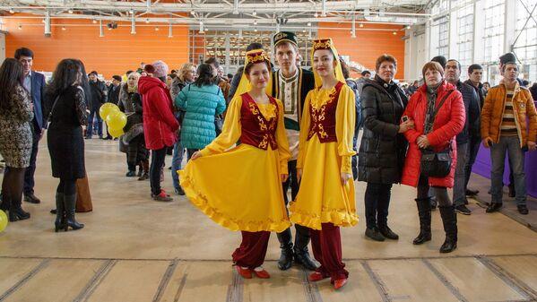 Гости праздника Навруз в татарской национальной одежде - Sputnik Узбекистан