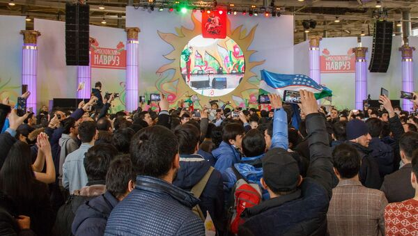 Зрители с восторгом встречают танцевальную группу из Узбекистана - Sputnik Ўзбекистон