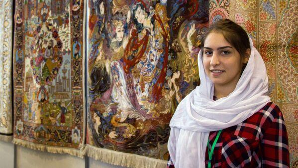 Девушка в иранской одежде и персидские ковры - Sputnik Узбекистан