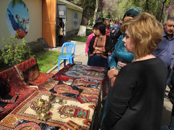 Изделия прикладного искусства на празднике Навруз в Ташкенте - Sputnik Узбекистан