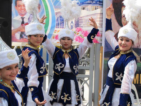Выступления танцевальных коллективов на празднике Навруз в Ташкенте - Sputnik Узбекистан