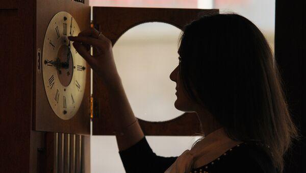 Перевод часов в связи с переходом на зимнее время - Sputnik Узбекистан