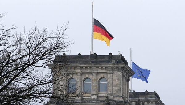Flag Germanii, prispuщennыy v znak traura. - Sputnik Oʻzbekiston