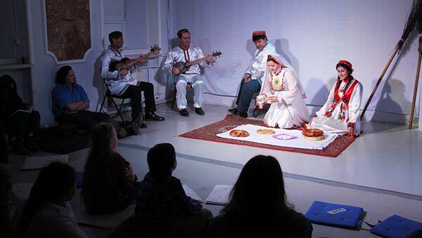 Перфоманс, посвященный Наврузу в Театр.doc - Sputnik Узбекистан