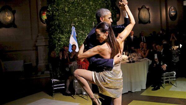 AQSH prezidenti Barak Obama Argentina prezidenti qabulida tango raqsini ijro etdi - Sputnik Oʻzbekiston