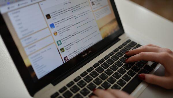 Stranitsa sayta Twitter v okne brauzera kompyutera - Sputnik Oʻzbekiston
