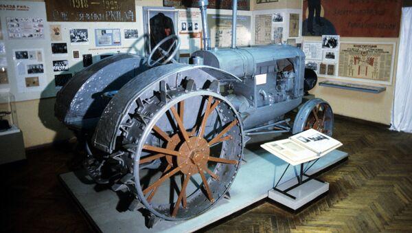 СССРнинг биринчи тракторларидан бири - Sputnik Ўзбекистон