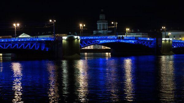 Международная акция Light It Up Blue в России - Sputnik Ўзбекистон