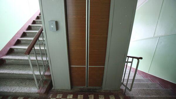 Работа лифта в одном из домов - Sputnik Узбекистан