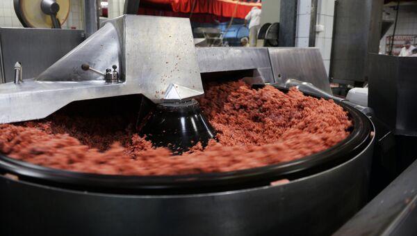 Колбасное производство.Участок фаршесоставления - Sputnik Ўзбекистон